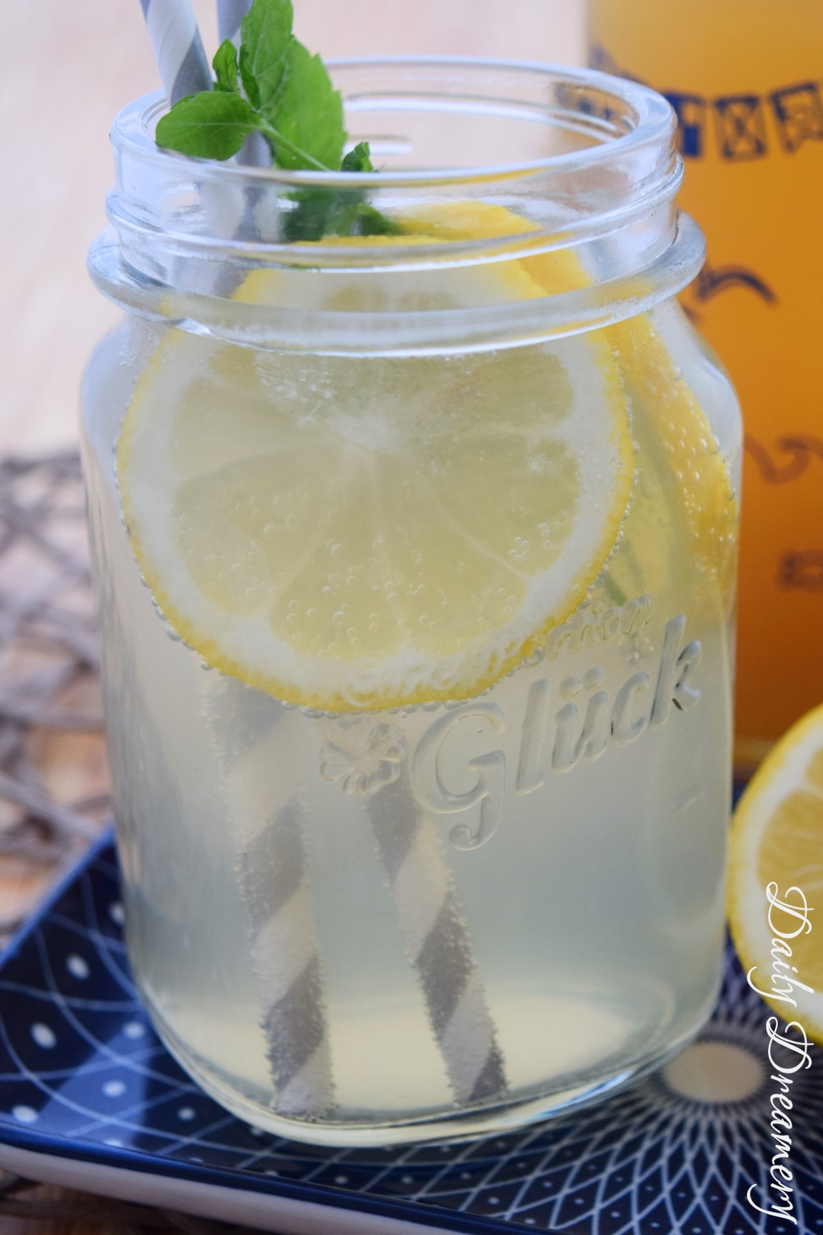 Zitronensirup Zitronenbasilikum