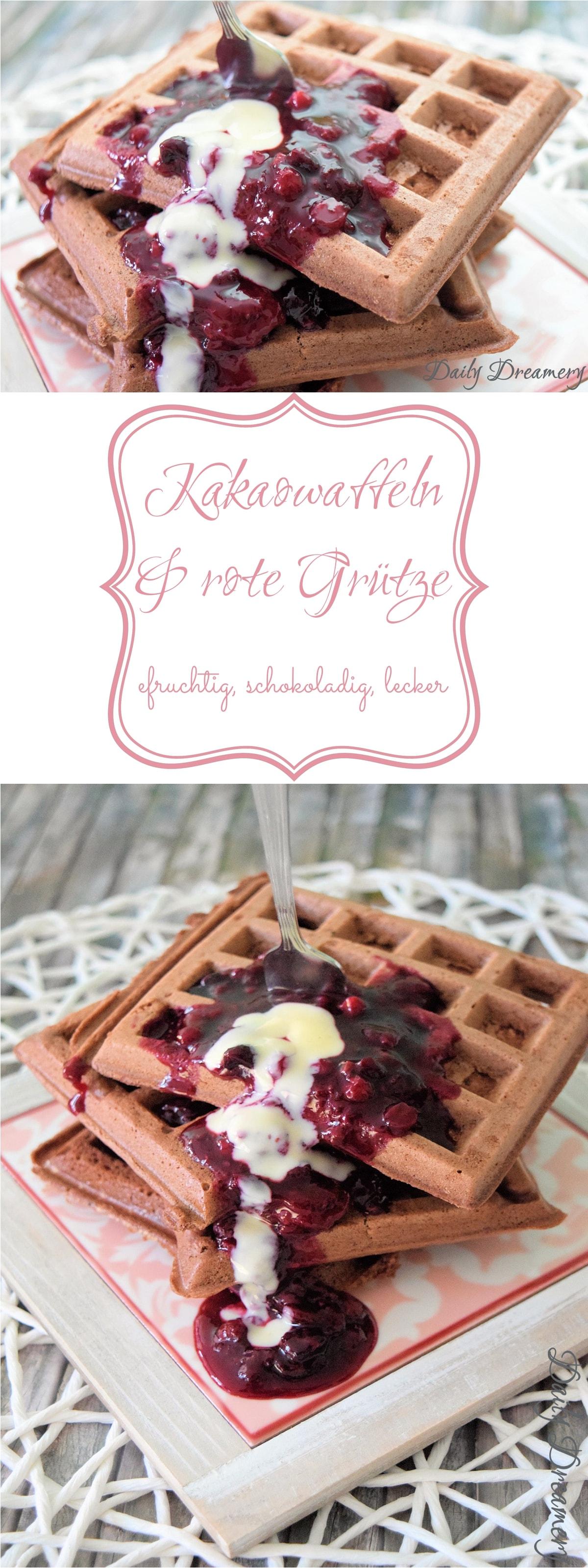 Kakaowaffeln, rote Grütze und Vanillesoße: leckeres süßes Soulfood für kalte Tage
