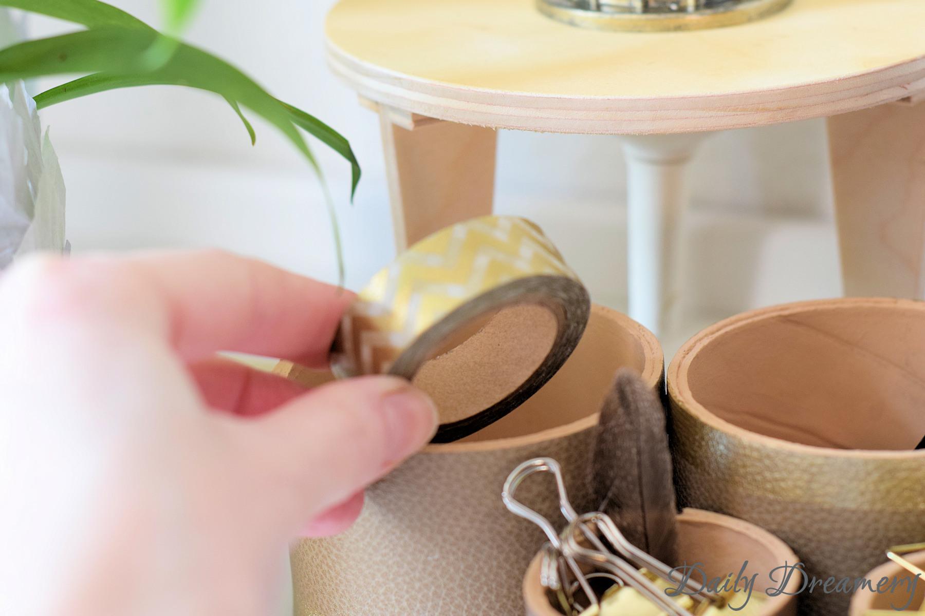 edles Schreibtisch-Utensilo mit Leder und Gold