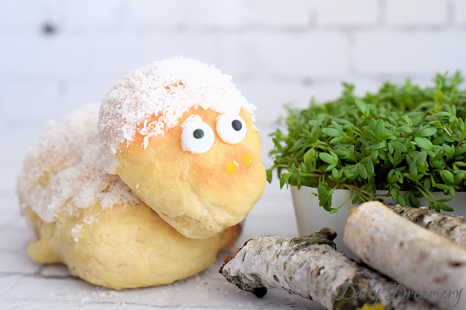 Osterlamm aus Hefeteig mit Kokos oder Marshmallows