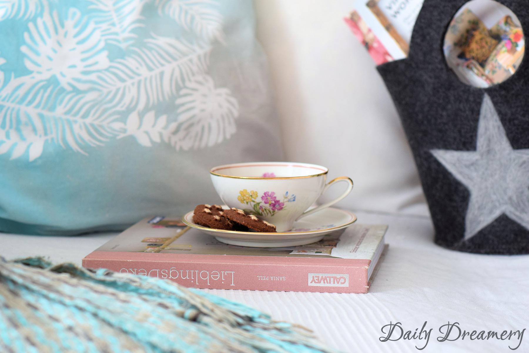 sommerliche Kssenhüllen - ganz easy mit Textilsprühfarbe