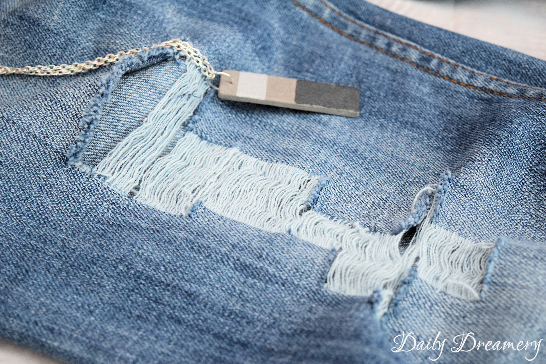DIY Ripped Jeans Sommertrend
