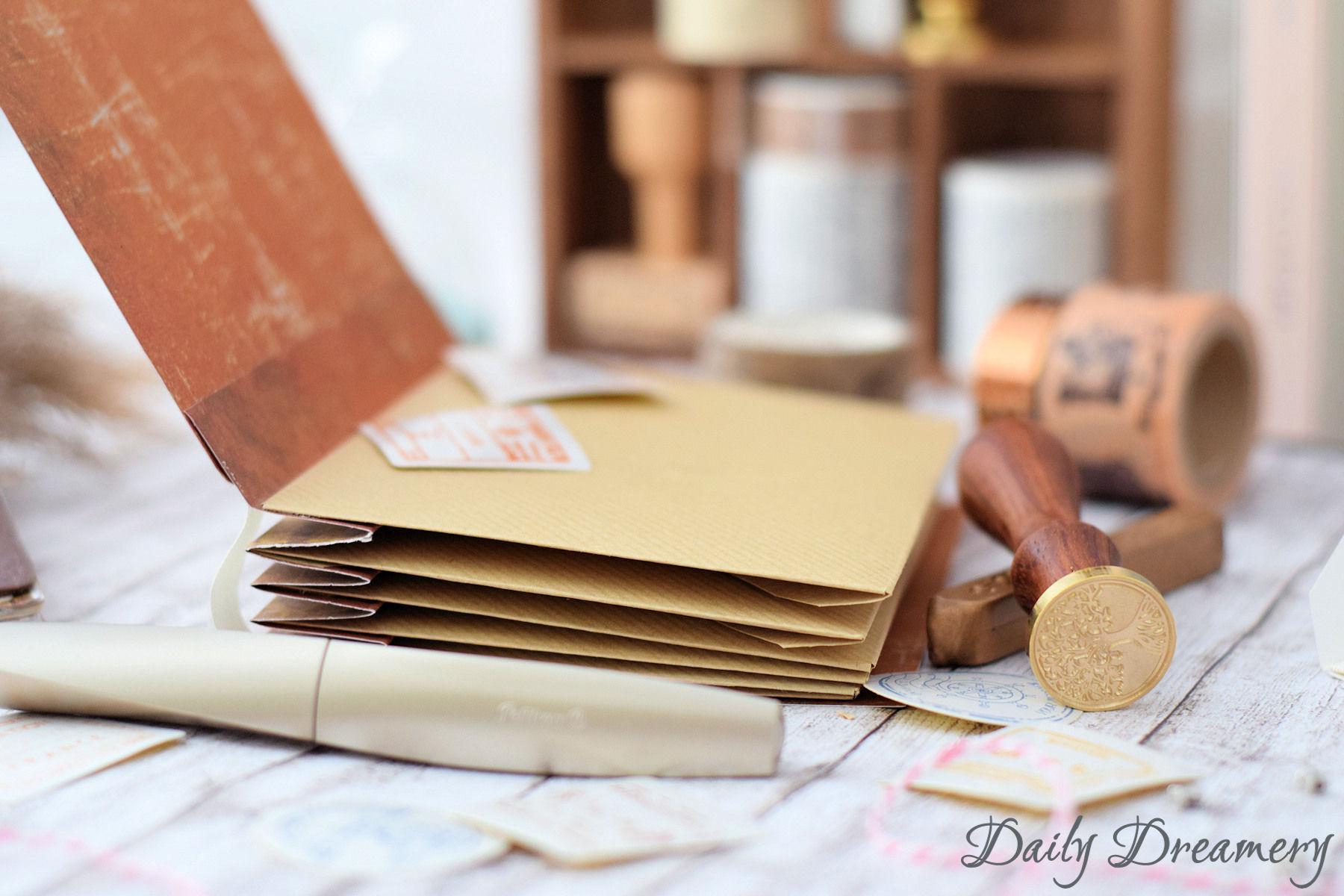 DIY Anleitung für eine Scrapbooking Idee: Ein Erinnerungsbuch aus Briefumschlägen. Ein kleines Sammelalbum für Souvenirs oder Bilder und eine tolle Geschenkidee.
