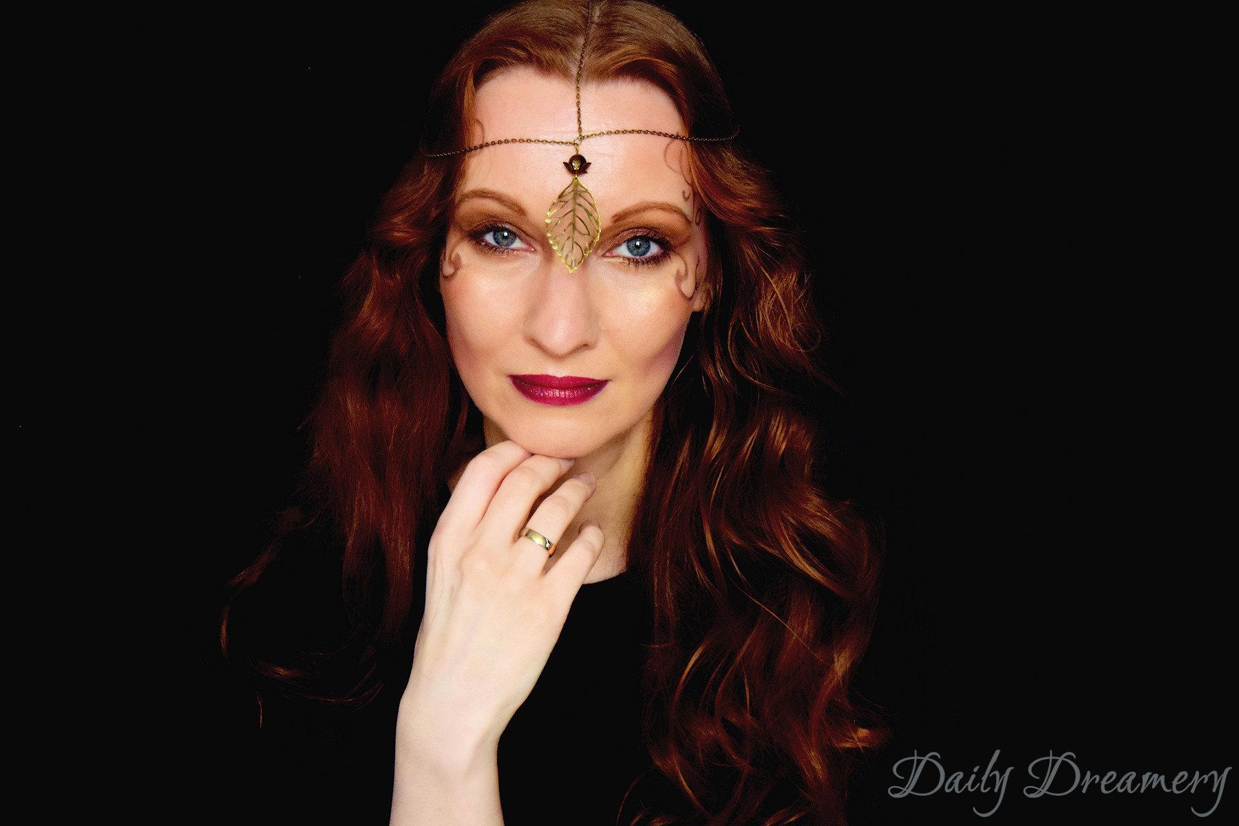 mystisch-eleganter Look für Halloween: Autumn Fairy - Herbst-Fee mit zarter Krone und Makeup #halloween #halloweenlook #diy #makeup fairy #Makeup Fee