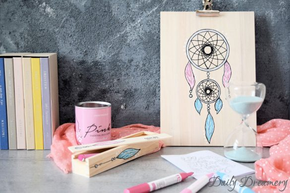 DIY Klemmbrett Stiftebox im Boho-Look mit Traumfänger #diy #boho #stationery