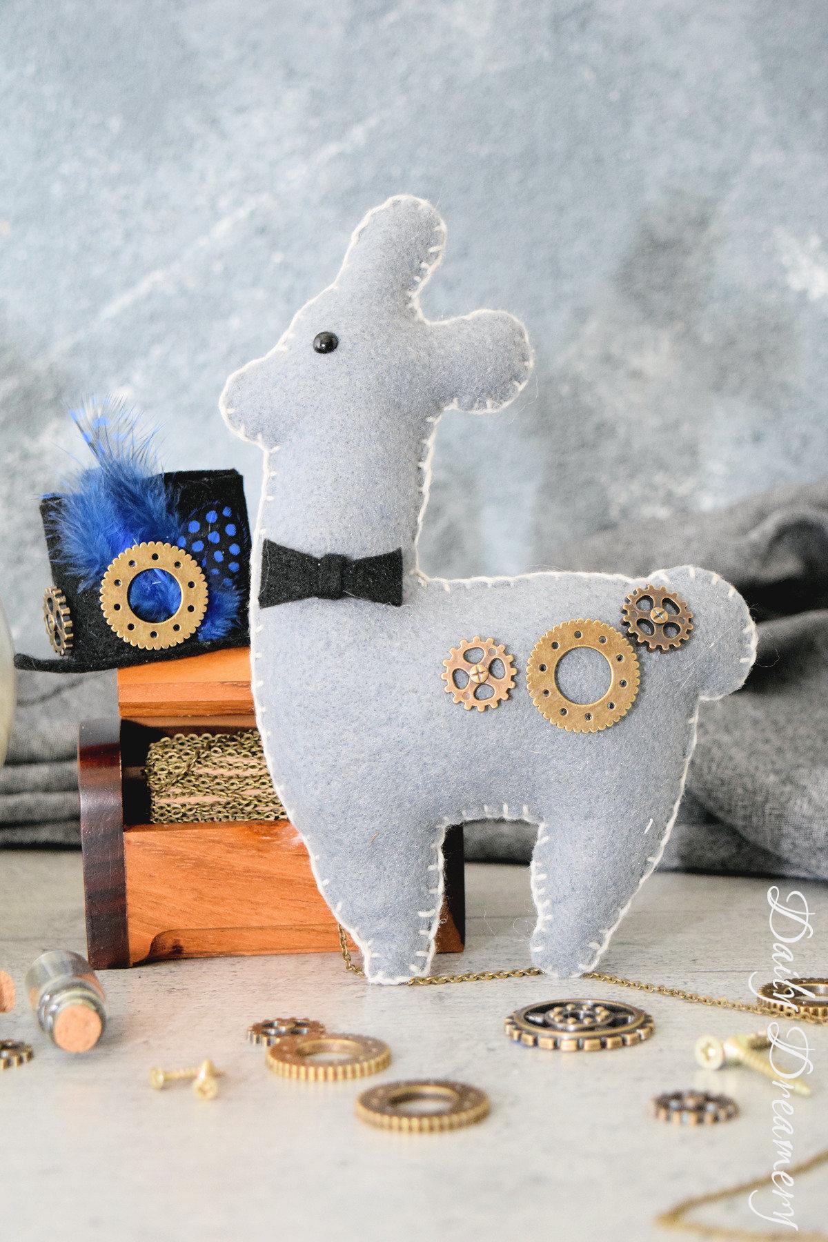 DIY-Anleitung für ein Steampunk-Lama, passend zur Festivalsaison #steampunk #llama #gothic #diy