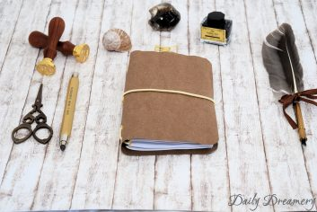 Traveler's Notebook Texi Pap A6 braun beiges Band goldene Oesen